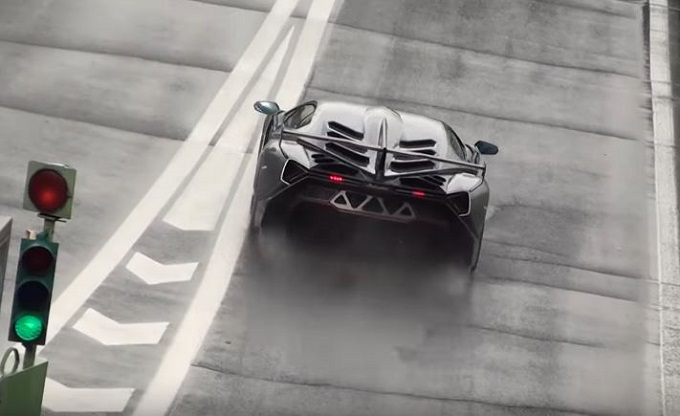 Lamborghini Veneno: giri veloci sotto la pioggia in pista a Vallelunga [VIDEO]