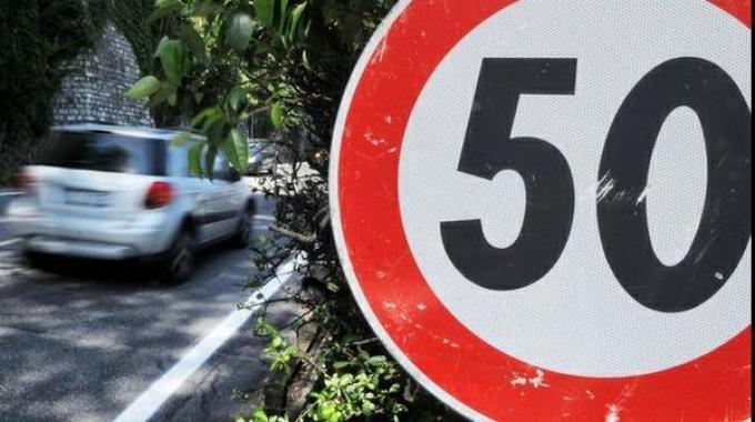Frenata d'emergenza e rallentamento automatico: l'UE pensa di renderli obbligatori