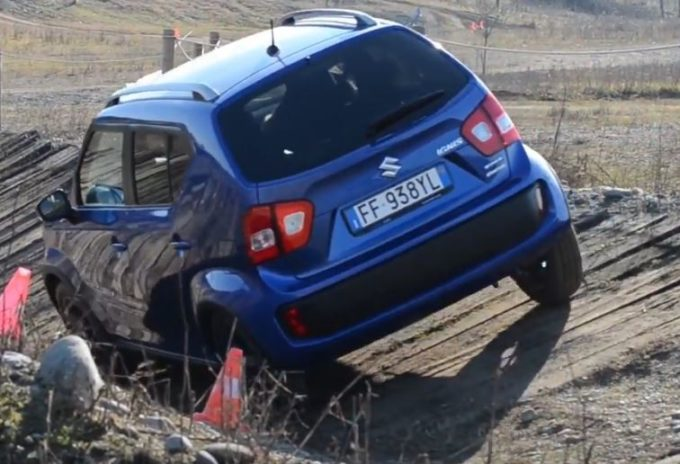 Suzuki Ignis: forme compatte, spirito off-road [VIDEO]