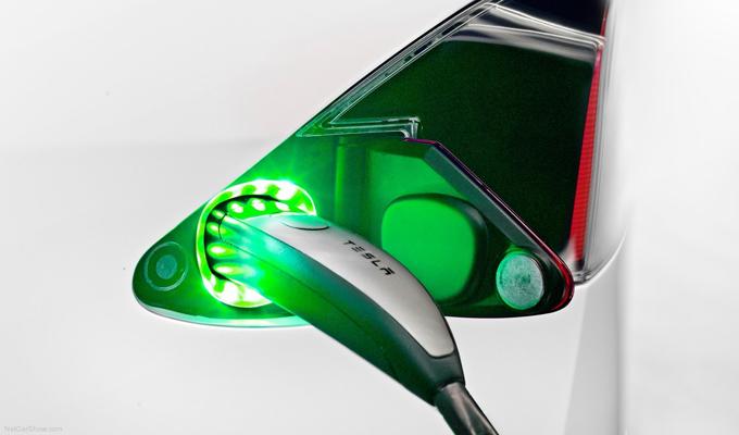 Tesla: ricariche Supercharger a pagamento per i nuovi clienti