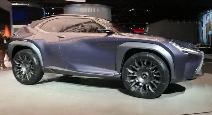 Lexus UX Concept: bagno di folla al Salone di Detroit 2017 [FOTO]