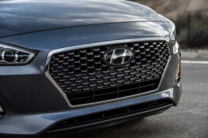Hyundai Elantra GT 2018: la nuova generazione debutterà al Chicago Auto Show [TEASER]