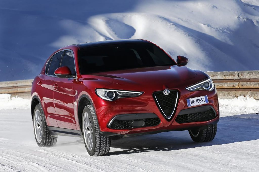 alfa romeo stelvio il listino del nuovo suv parte da euro foto e video. Black Bedroom Furniture Sets. Home Design Ideas