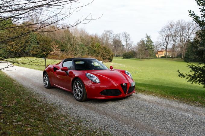 Alfa Romeo 4C Spider, piccola supercar o opera incompiuta? [PROVA SU STRADA]