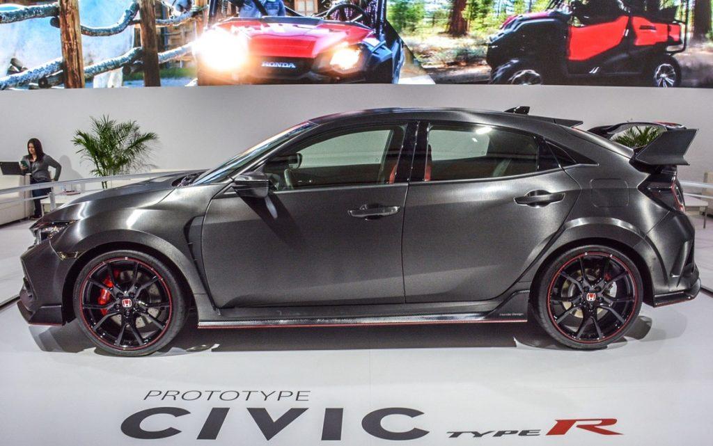 Honda Civic Type-R 2017, ci siamo: al Salone di Ginevra debutta la versione di serie