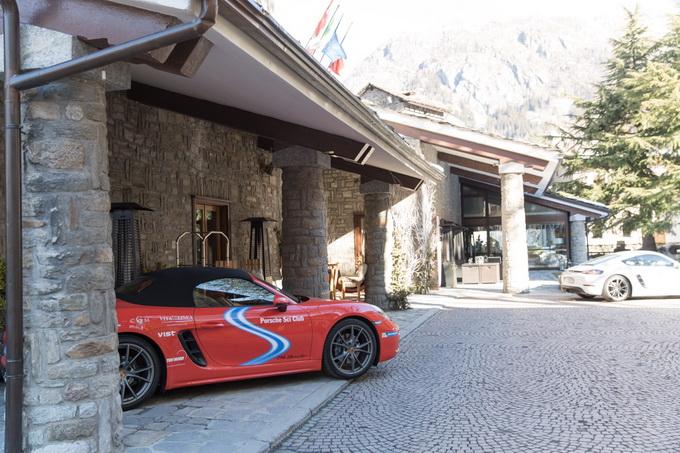 Il Porsche Sci Club Italia fa tappa a Courmayeur, dove sono attese cento persone