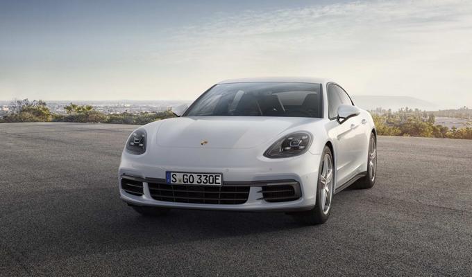 Porsche Panamera 4 E-Hybrid: già a Ginevra potrebbe debuttare una variante più potente