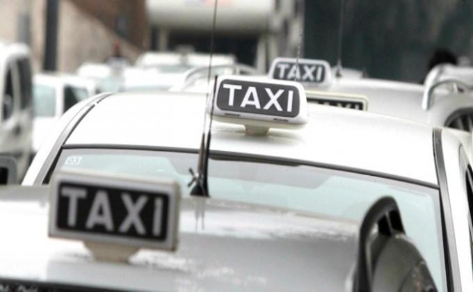Protesta Taxi, oggi incontro al Ministero dei Trasporti. Roma è nel caos