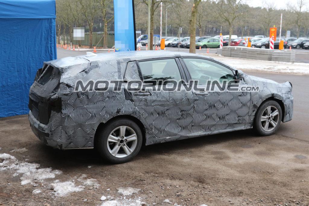 Toyota Avensis Estate foto spia 28 febbraio 2017
