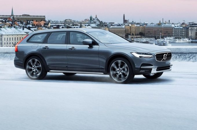 Nuova Volvo V90 regina delle nevi al Winter Tour 2017 [VIDEO]