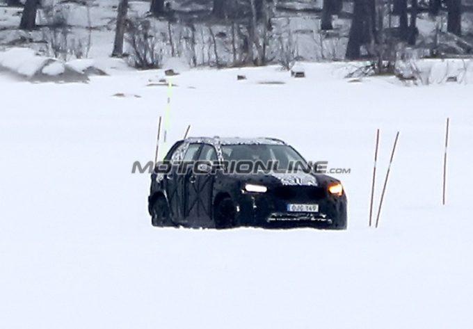Volvo XC40: la nuova Suv compatta alle prese coi test drive [FOTO SPIA]