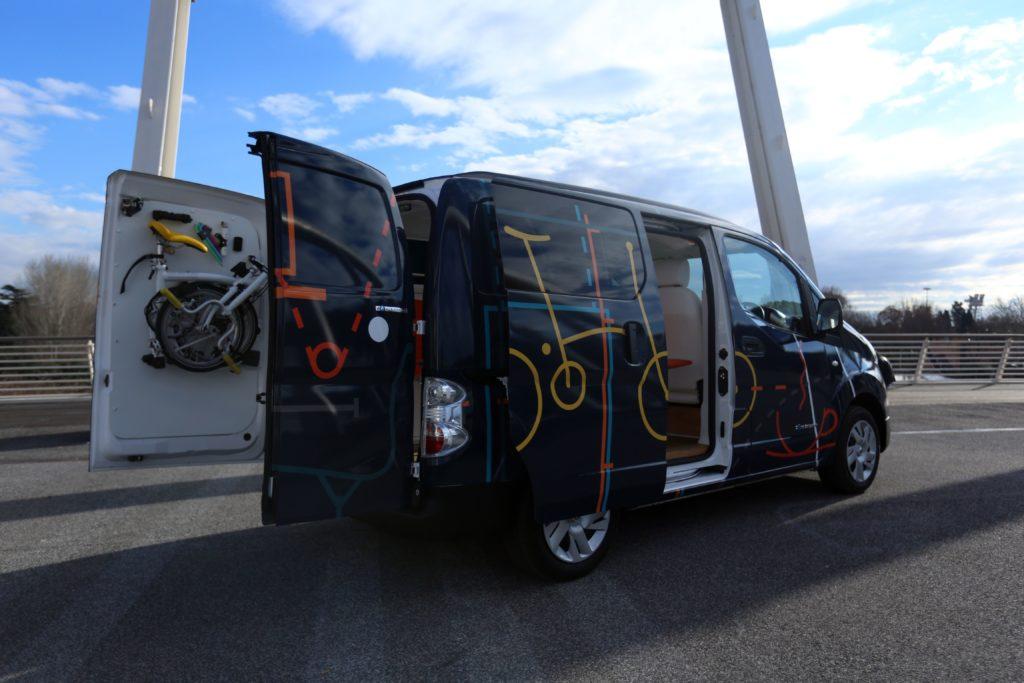 Nissan presenta il rivoluzionario ufficio mobile e-NV200