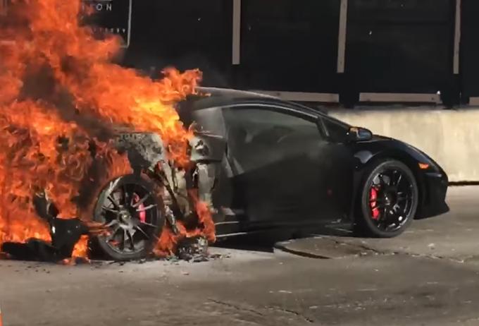 Lamborghini Gallardo LP 570-4 Superleggera: un esemplare a fuoco a Miami [VIDEO]