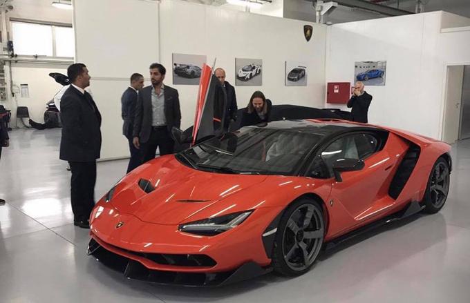 Lamborghini Centenario, consegnato il primo esemplare: il proprietario è un emiratino
