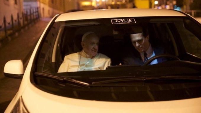 Papa Francesco ha ricevuto in dono una Nissan Leaf