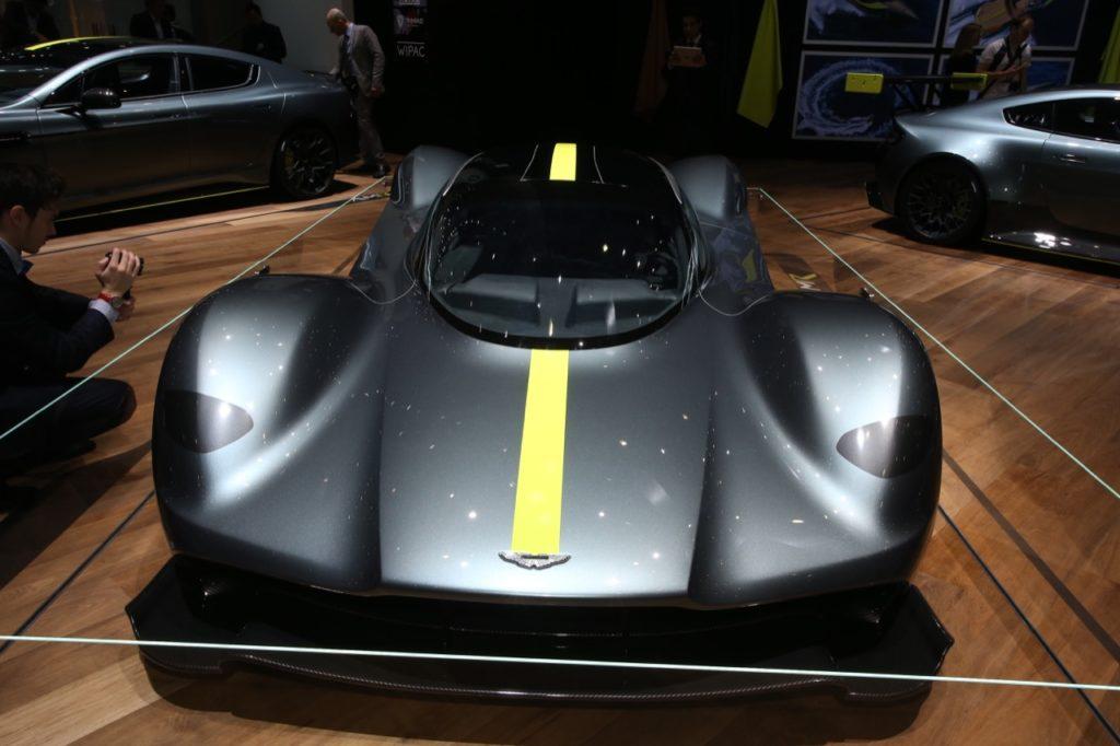 Aston Martin Valkyrie: viaggio intorno alla hypercar al Salone di Ginevra [VIDEO LIVE]