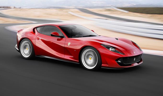 Ferrari 812 Superfast: una forza della natura [VIDEO]