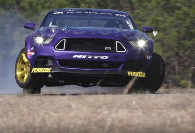 Drift da urlo con la Ford Mustang RTR [VIDEO]