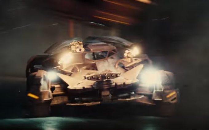 Justice League: assaggio della nuova Batmobile nel teaser del trailer [VIDEO]