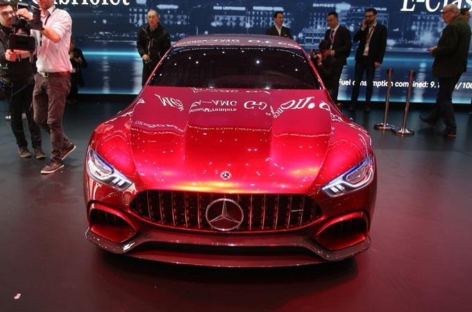 """Mercedes, futuro tra sportività e sostenibilità, Blasetti: """"Continueremo a fare auto appaganti"""" [GINEVRA 2017]"""