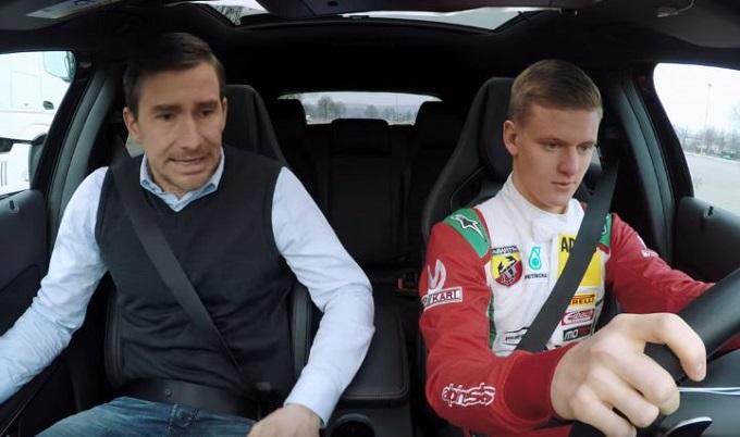 Per Mick Schumacher è tempo di prendere la patente con la Mercedes-AMG A 45 [VIDEO]