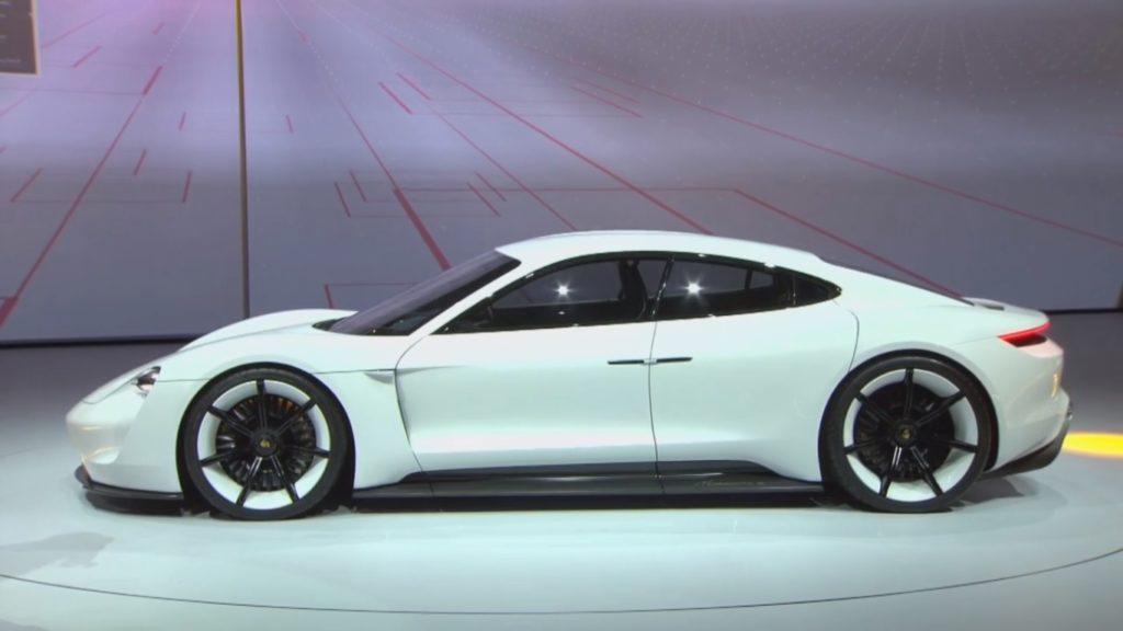 Porsche Mission E: un unico modello con più versioni e diverse potenze
