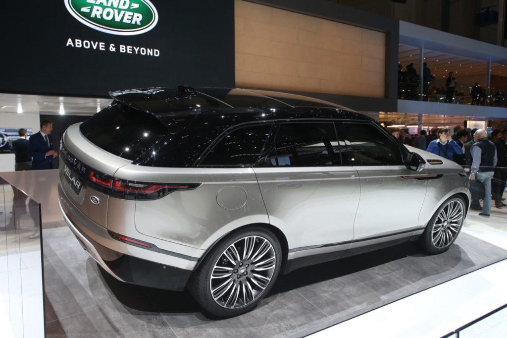 Salone di Ginevra: Range Rover Velar, connubio tra dinamismo e lusso minimale [VIDEO LIVE]