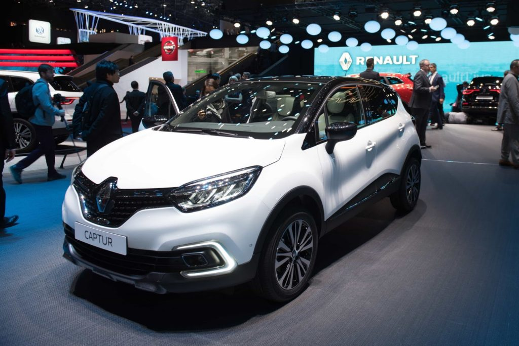 renault captur a ginevra il crossover francese col nuovo look video live. Black Bedroom Furniture Sets. Home Design Ideas