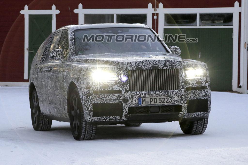 Rolls-Royce Cullinan: continuano i collaudi sulla neve per il nuovo SUV [VIDEO SPIA]