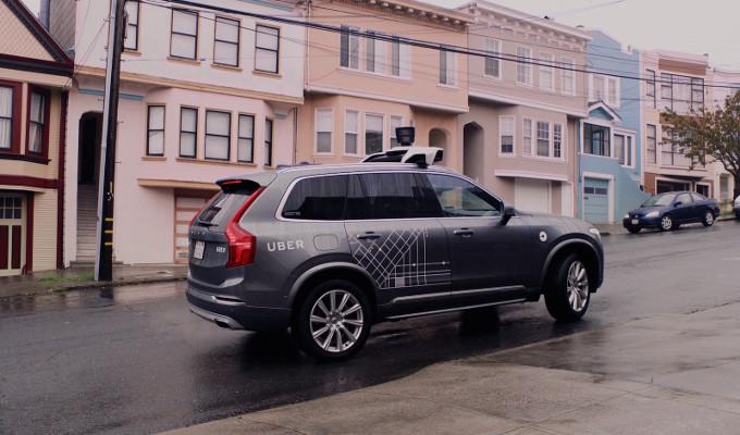 Uber: i veicoli con guida autonoma richiedono comunque l'intervento umano