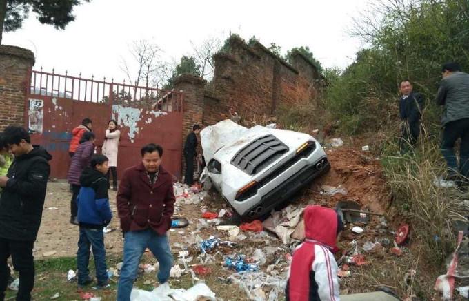Lamborghini Huracan: violento incidente in Cina contro un muro