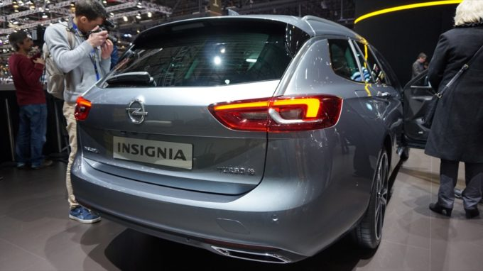 opel insignia sports tourer bagno di folla al salone di ginevra 2017 foto live. Black Bedroom Furniture Sets. Home Design Ideas