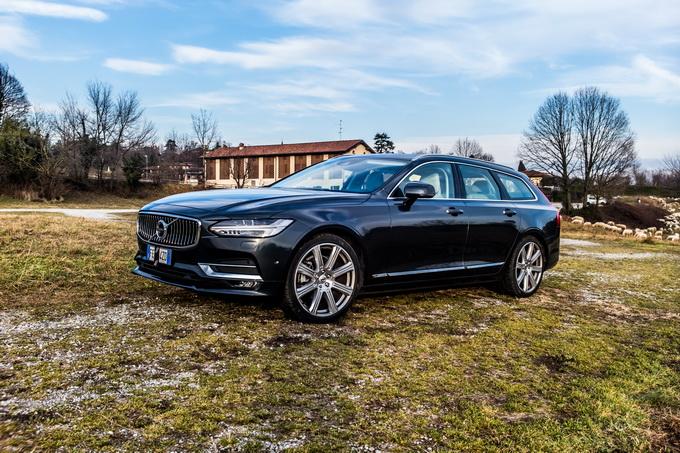 Volvo V90 D4, la regina delle SW guida (in modo semi-autonomo) verso il futuro [VIDEO PROVA SU STRADA]