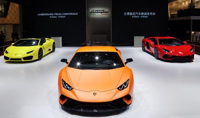 Lamborghini al Salone di Shanghai 2017 con la Huracan Performante e l'Aventador S [FOTO]