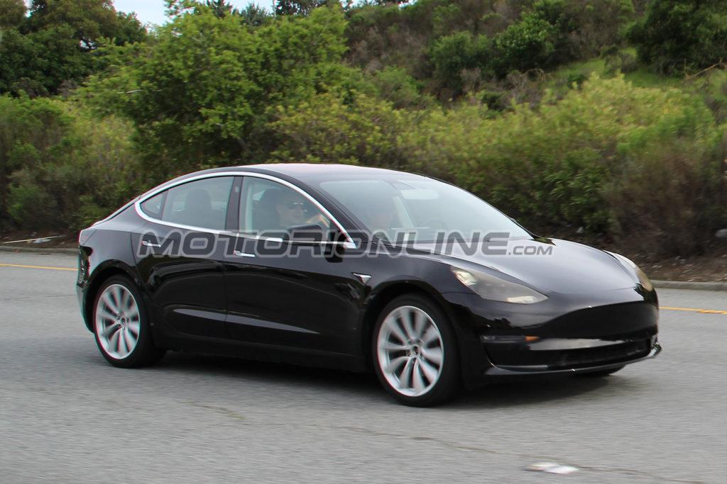 Tesla, la Model X piace sempre di più