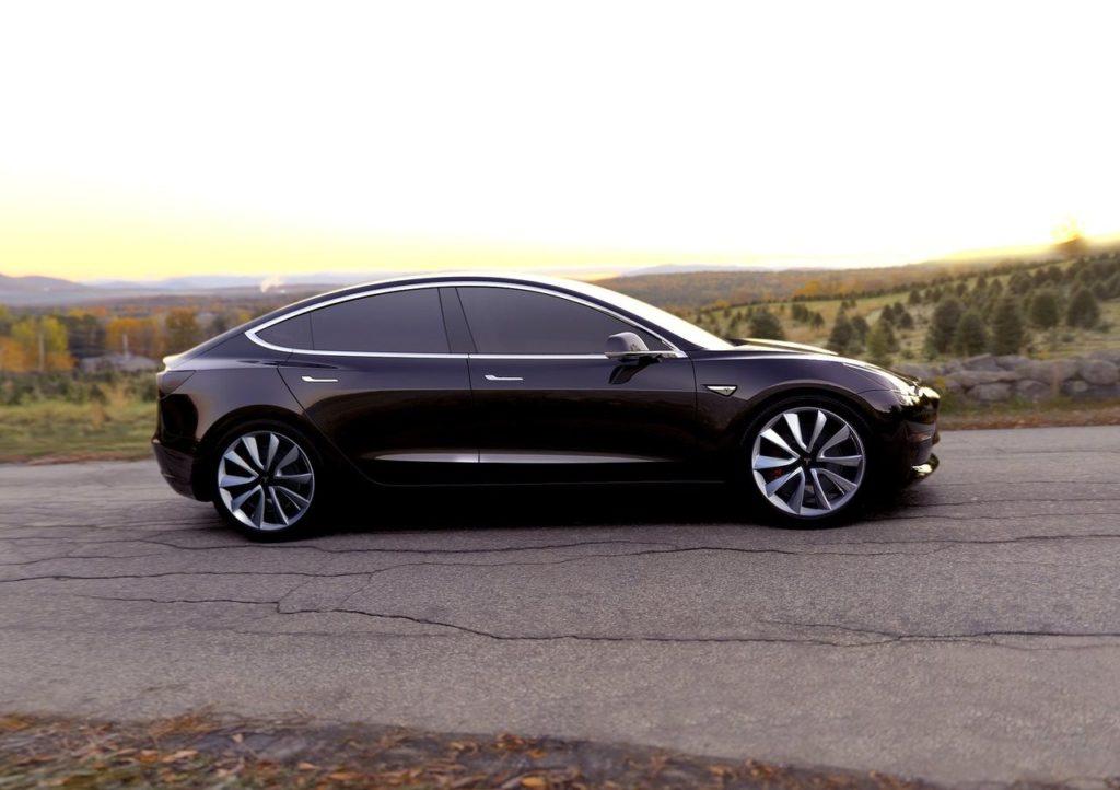 Tesla Model 3: la presentazione ci sarà il prossimo mese di Luglio