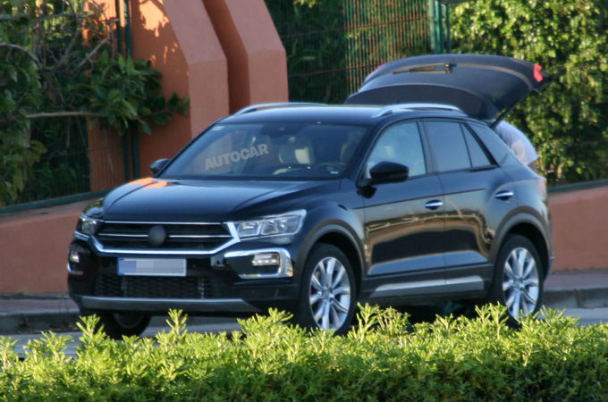 volkswagen t roc prime foto spia del nuovo baby suv. Black Bedroom Furniture Sets. Home Design Ideas