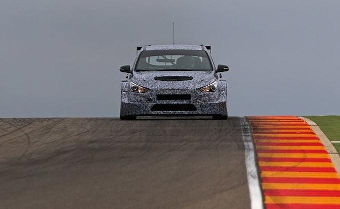 Hyundai i30 TCR: eccola in pista per la prima volta