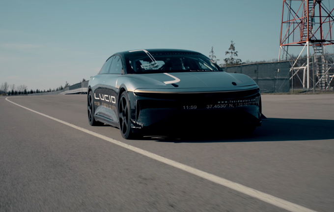 Lucid Air: primo test con velocità limitata a 350 km/h [VIDEO]