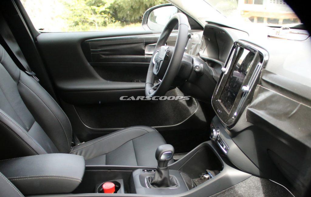 Volvo XC40: immagini inedite degli interni [FOTO SPIA]
