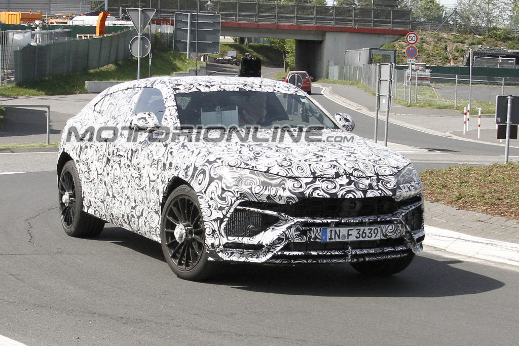 Lamborghini Urus foto spia 18 Maggio 2017