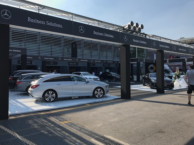 Mercedes-Benz e Smart, la strada del futuro parla e lo fa con l'elettrico [VIDEO]