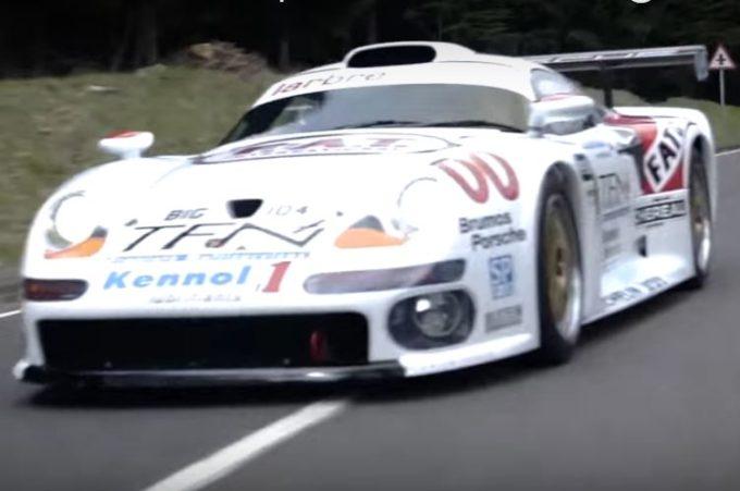 Porsche 911 GT1, un'icona da corsa convertita all'uso stradale [VIDEO]