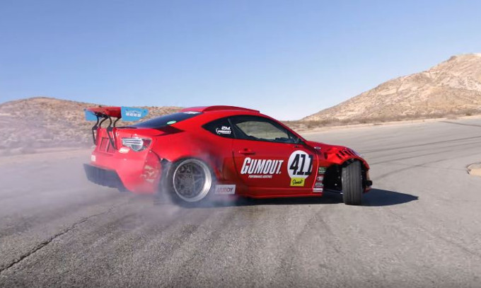 Toyota GT 86: spinta dal V8 di una Ferrari 458 si esibisce in drifting [VIDEO]