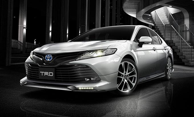Toyota Camry: le versioni TRD e Modellista per il Giappone