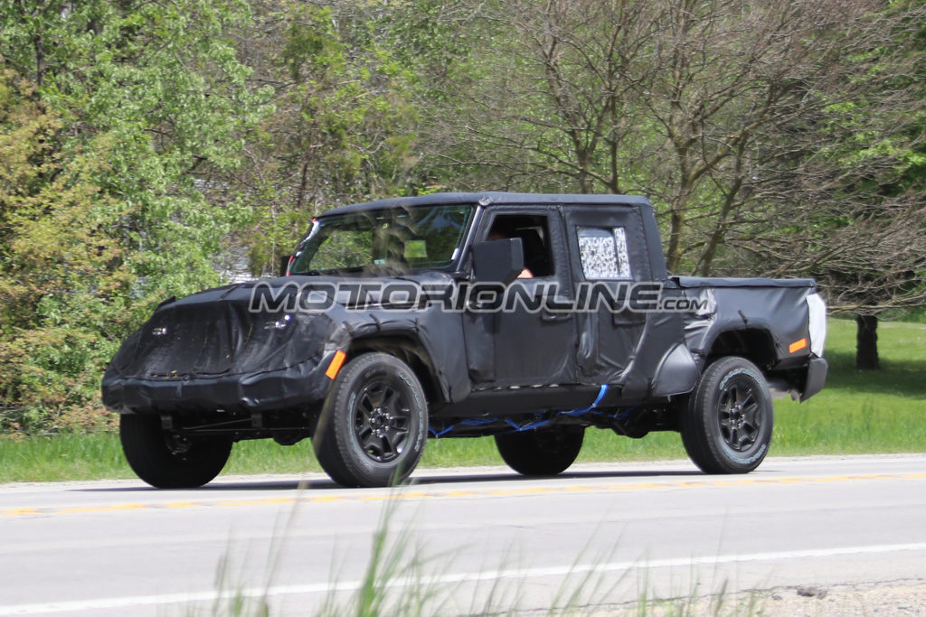 Jeep Wrangler Pick Up: prime immagini della nuova versione [FOTO SPIA]