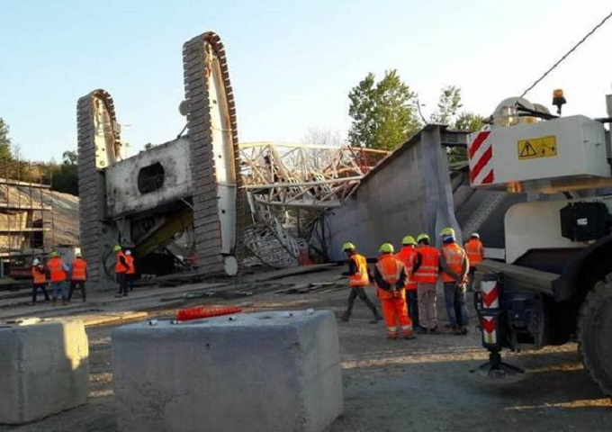 Arcisate-Stabio, pauroso incidente nel cantiere: si ribalta una gru [VIDEO]