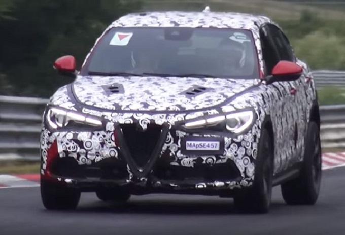 Alfa Romeo Stelvio Quadrifoglio corre veloce sulla pista del Nürburgring [VIDEO SPIA]