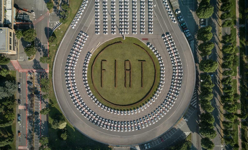 Fiat ed Esselunga firmano un record da guiness: consegnate 1.495 Fiat 500 in meno di 48 ore [VIDEO]