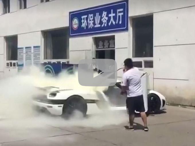 Koenigsegg Agera R: un esemplare in fiamme in Cina [VIDEO]
